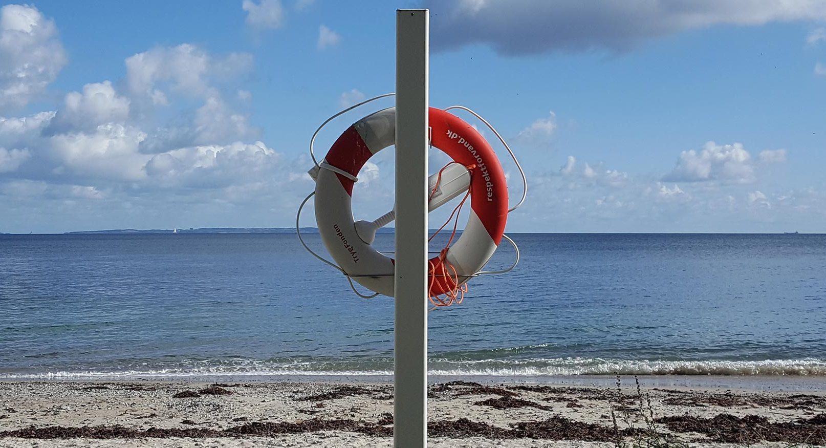 Redningskrans ved stranden. Foto: Bendixen